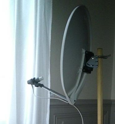 Antenne parabolique à l'intérieur